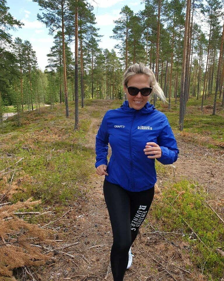 Petra Sweden Runners löper i skogen - förebyggt skavsår med The Skin Agent
